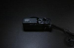 フジフィルムXF10の背面画像