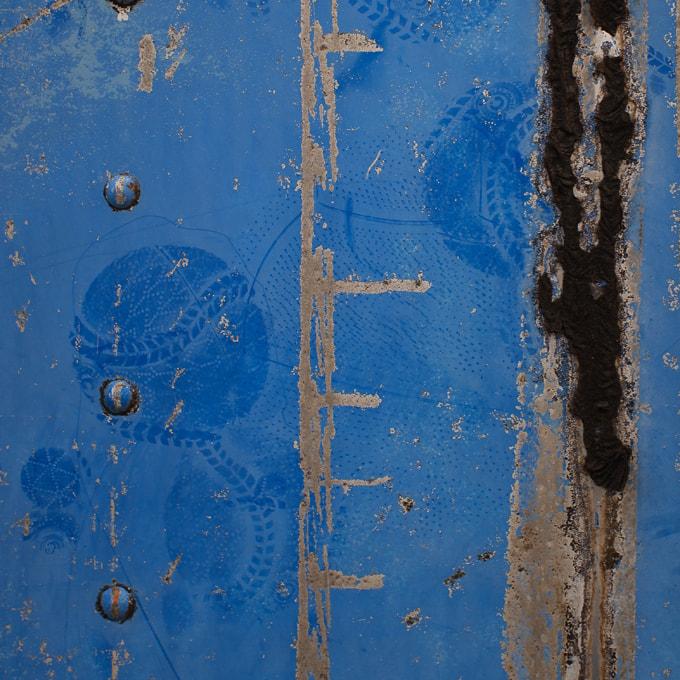 フジフィルムXF10の作例  壁についたボールの跡