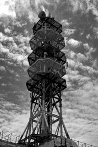 dp2 Quattro モノクロ写真 電波塔