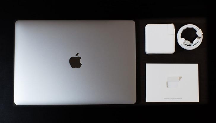macbookPro13インチとケーブル類